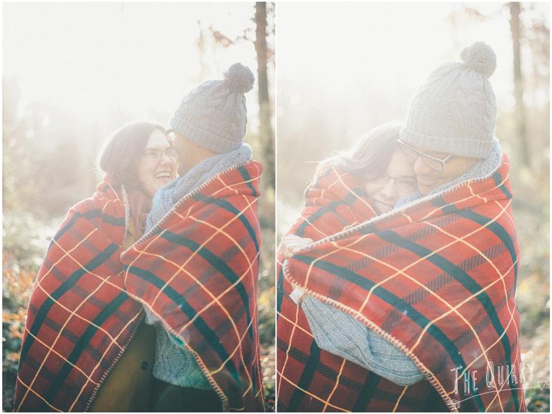 automn forest engagement session photos couple foret